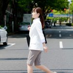 横断する人